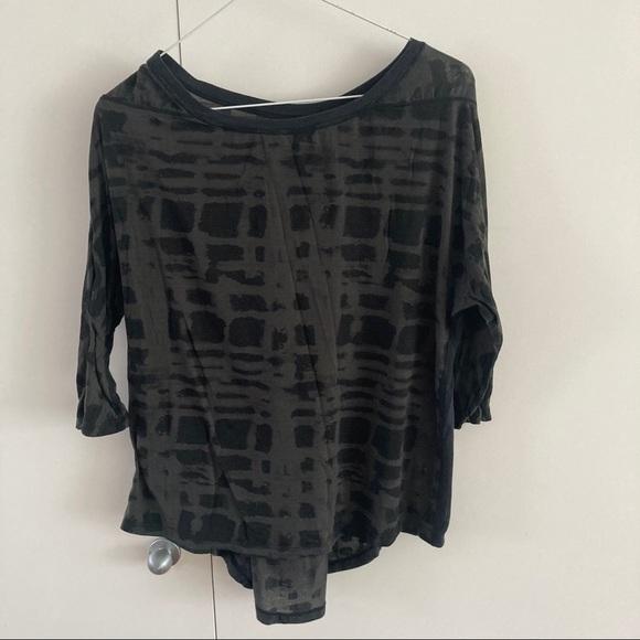 Lululemon black/black tshirt